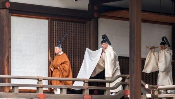 کناره گیری امپراطور ژاپن از قدرت