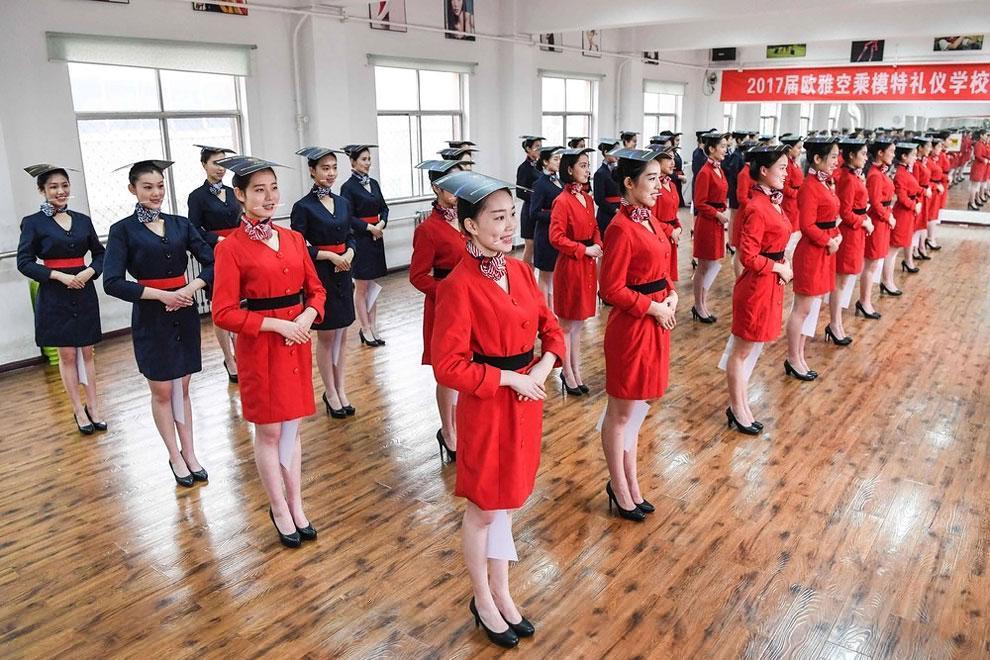 آموزش مهماندارهای هواپیما در چین