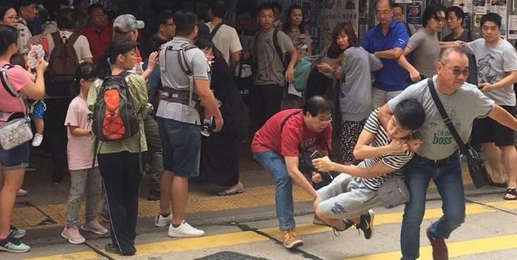 فیلم، درگیری میان حامیان و مخالفان هنگ کنگ در یک فروشگاه مجلل