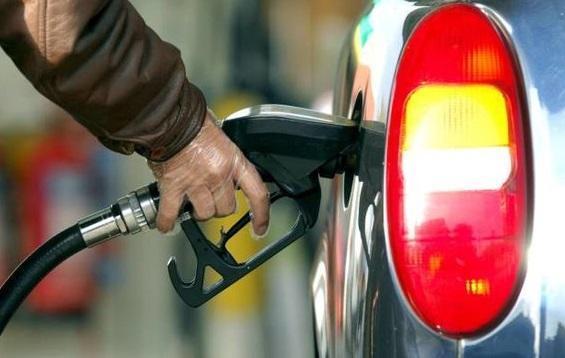 دولت بنزین را گران می نماید؟