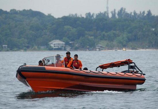 ناپدید شدن 28 نفر بر اثر واژگونی قایق در اندونزی
