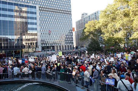 اعضای جنبش وال استریت با دانشجویان معترض کانادایی اعلام همبستگی کرد