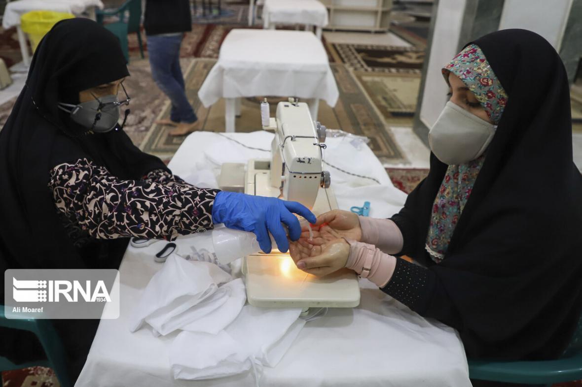 خبرنگاران تولید 2هزارو 500 شیلد محافظ صورت توسط داوطلبان هلال احمر خوزستان