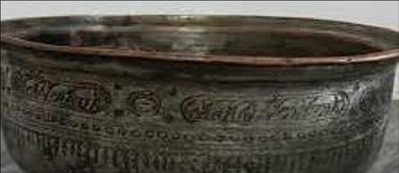 کشف 2 ظرف سفالی و مسی با قدمت 250 سال در ابرکوه