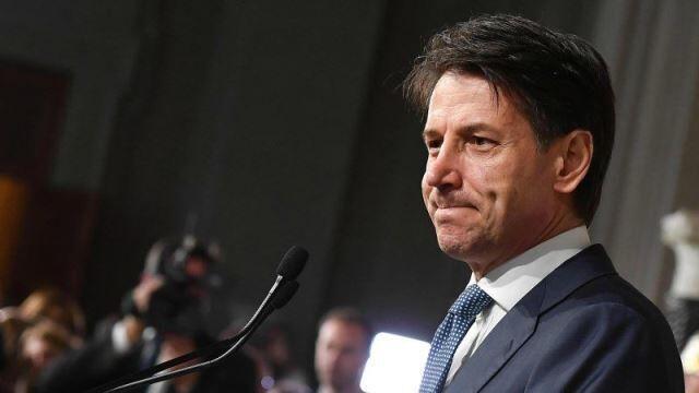 خبرنگاران دولت ایتالیا از مردم خواست برای مهار کرونا فاصله را رعایت نمایند