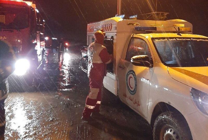 خبرنگاران نیروی های عملیاتی به آسیب دیدگان 67 حادثه در قم امدادرسانی کردند