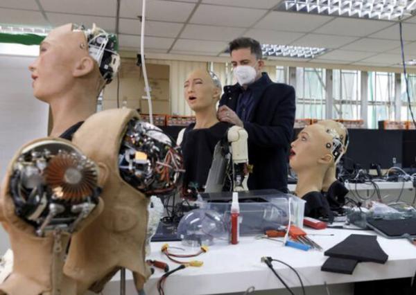 فراوری انبوه روبات انسان نما با شیوع کرونا