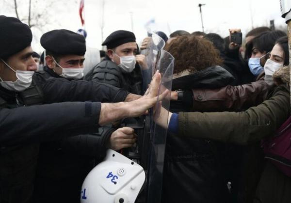 اردوغان دانشجویان معترض را تروریست خواند